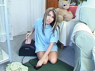 Cute teenie slowly riding on sybian and watch her bounce