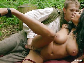 bunette babe getting it hard in the forest