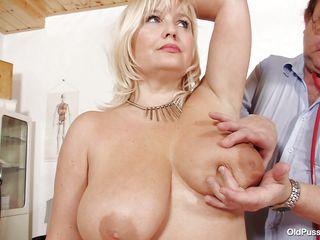 blonde mature slut examined in her big pussy