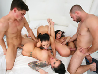 Three Hottie And Two Man Meats