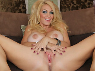 Sultry Mommy Charlee Chase Suggest Her Snutch