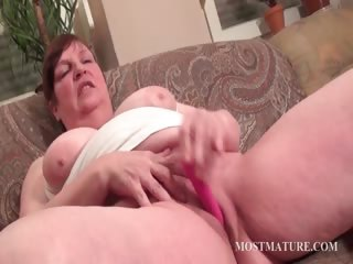 Chunky mature vibrating hungry pussy