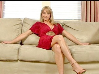 Sandy blond haired cougar masturbates with a lengthy vibrator