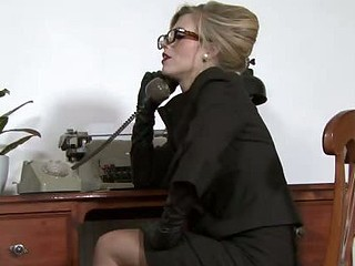 Michelle Moist - Ravenous in the office...