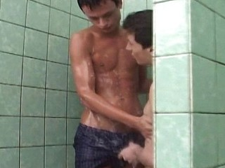 Two gays shower and eat cock in advance of he gets his ass plugged