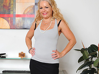 Wavy blonde haired mother i'd like to fuck pounds her shaggy fur pie with a vibrator
