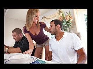 Newcomer Punts Sexy Pussy