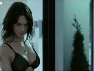 Bonerific Italian Babe Asia Argento Walking Around In Dark Underware
