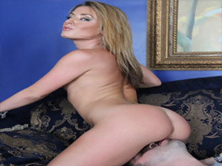Stunning MILF Sheena Shaw Receives A Licked