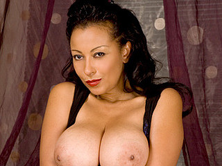 Breasty cougar copulates her wet cum-hole with a vibrator